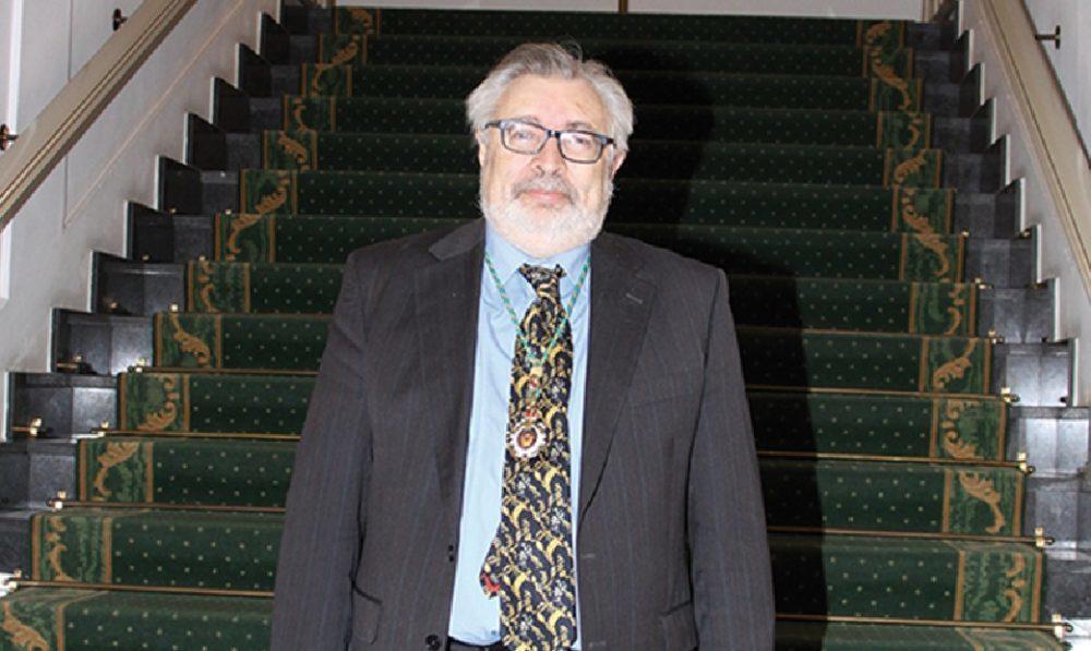 El Excmo. Sr. D. Antonio L. Doadrio Villarejo, académico correspondiente de la Real Academia de Farmacia de Galicia.
